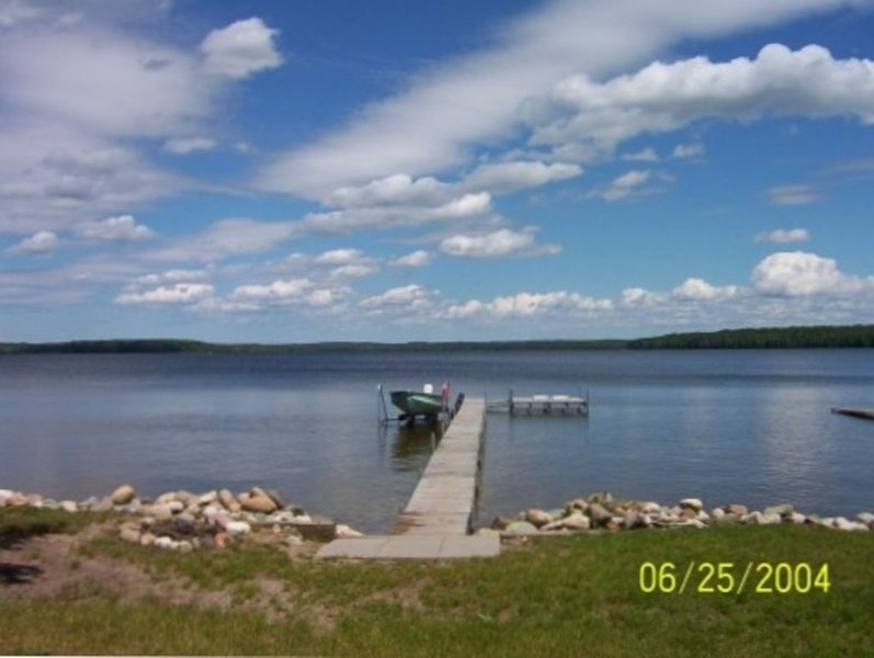 Lake Front Cottage on Douglas Lake Near Petoskey & MacKinaw, alquiler de vacaciones en Topinabee