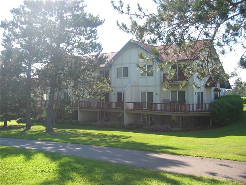 Beautiful 4 Bedroom Condo at Golf and Ski Resort, vacation rental in Otsego County