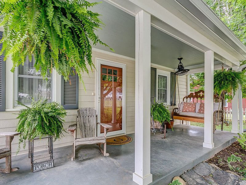 Porch Perfection! Ideal for coffee drinking, rockin' and work if you must.