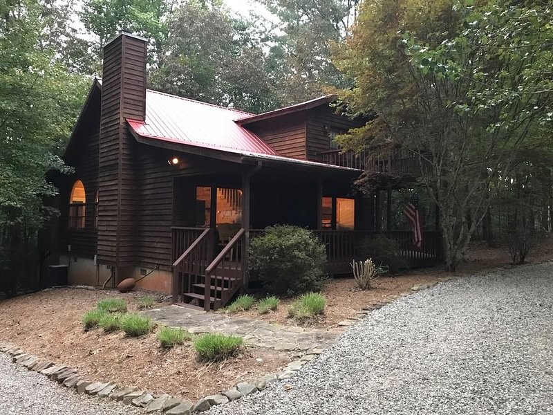 'SAUTEE WOODS' COZY GETAWAY without breaking the bank ! check out our Reviews !, holiday rental in Sautee Nacoochee