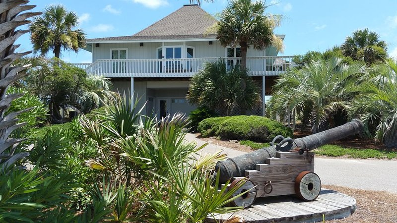 Ocean Front East Beach / 40 Acre Private Nature Preserve, vacation rental in Southport