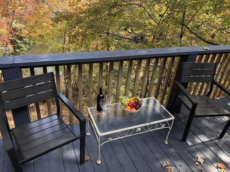 Cabin on Little River - 2BR/2.5Bathrooms, holiday rental in Mentone
