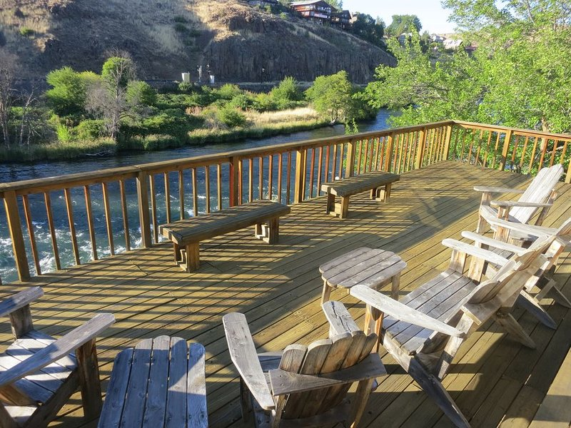 Maupin Deschutes Riverfront Retreat, holiday rental in Tygh Valley