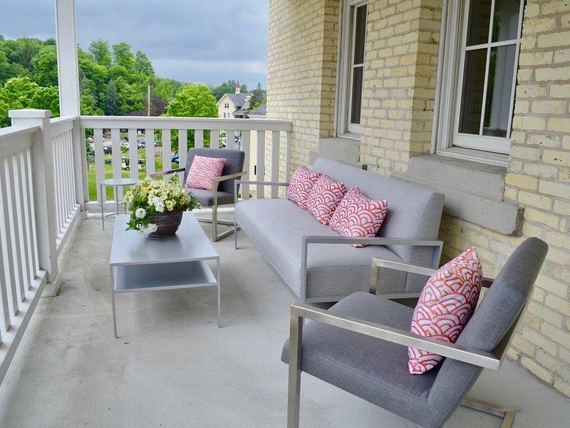 Luxury Condo with Large Private Balcony, aluguéis de temporada em Traverse City