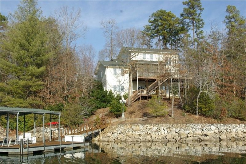 Great Multi-Generation Vacation Home on Beautiful Lake Keowee!, vacation rental in Pickens