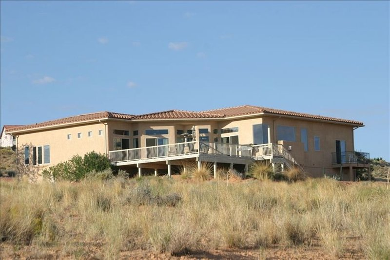 Gorgeous Home Provides Amazing View of Lake Powell