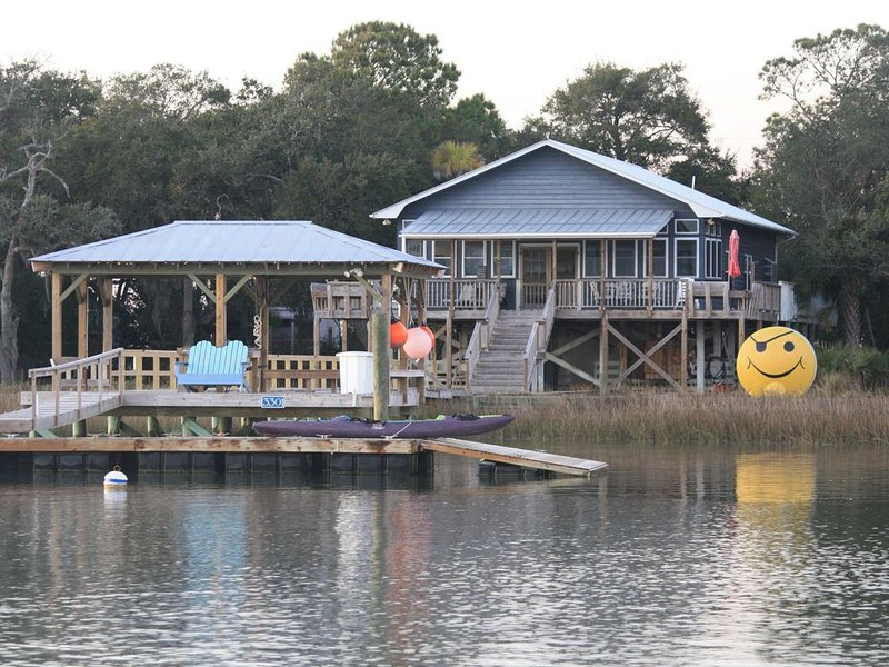By Boat Only... The Smiley Face House, holiday rental in Isle of Palms