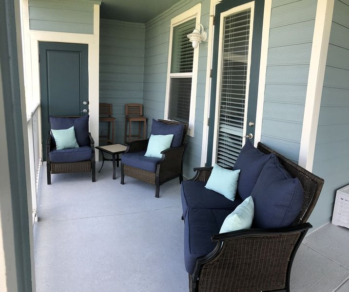 Beautiful views of Galveston Bay from this stunning unit in Pointe West !, casa vacanza a Jamaica Beach