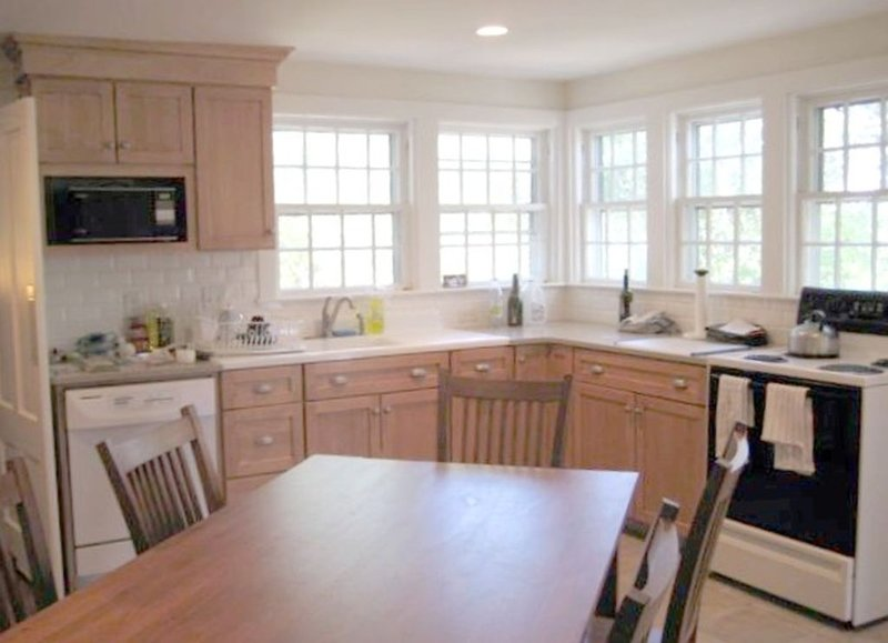 Large modern kitchen, fully equipped