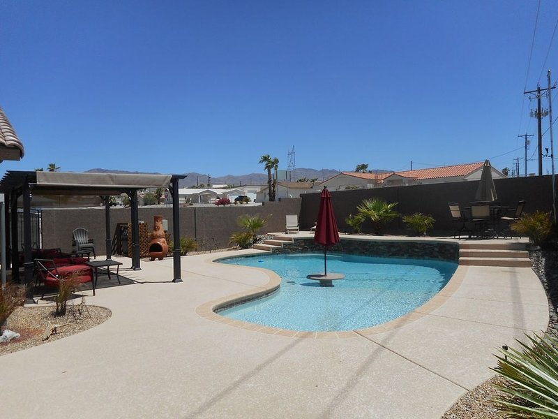 Lakeview Paradise Pool Home minutes from boat launch!, holiday rental in Lake Havasu City