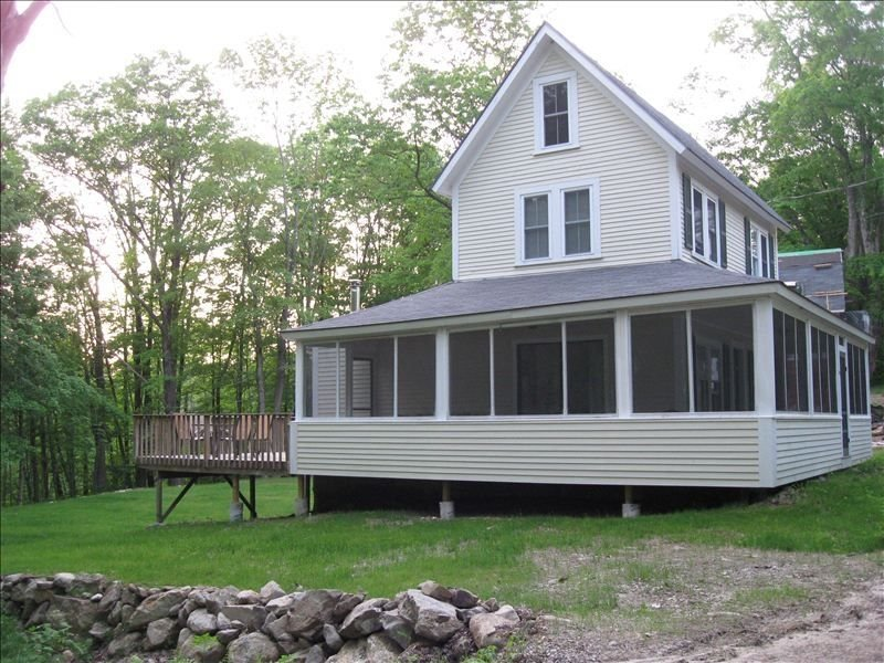 Brookside Cottage Close to Skiing, Golfing, and Lake, Ferienwohnung in Henniker