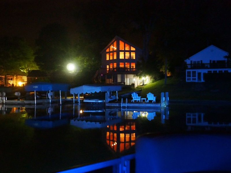 Luxury 5 bedroom Magician Lakefront, vacation rental in Paw Paw