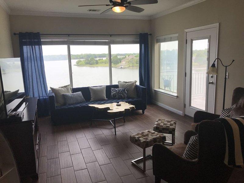 One Bedroom Corner Unit Condo Overlooking the Lake, location de vacances à Corsicana