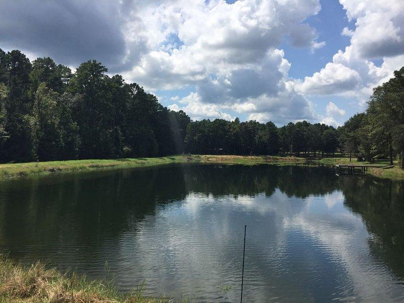 Incredible recreational compound on 28 Acres!, aluguéis de temporada em Burkeville