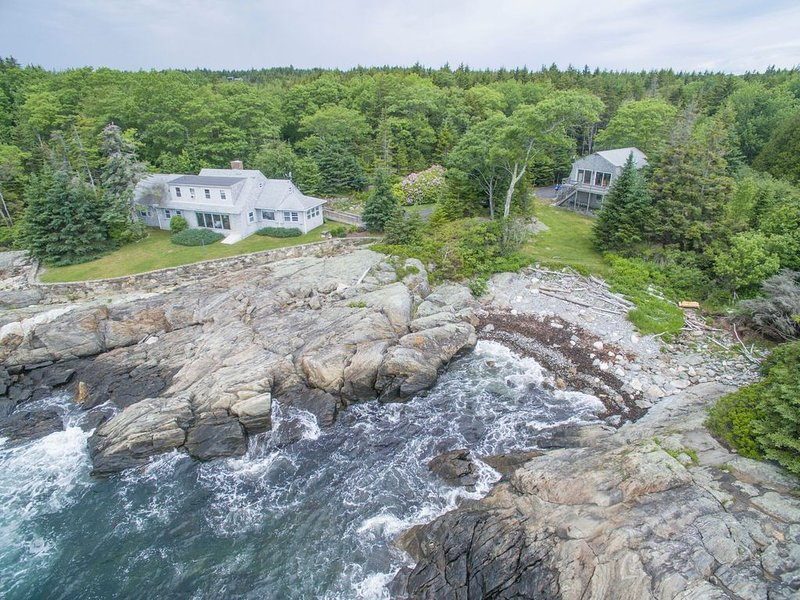 Pointed Fir Cove: Stunning Ocean Front Maine Retreat for Discerning Vacationers!, holiday rental in Newagen