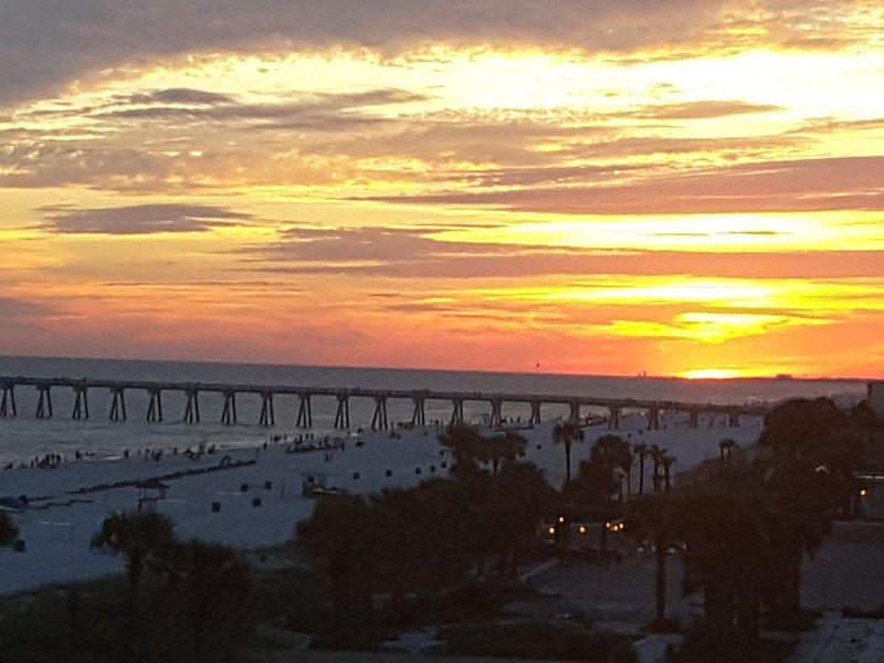 Beau coucher de soleil du balcon