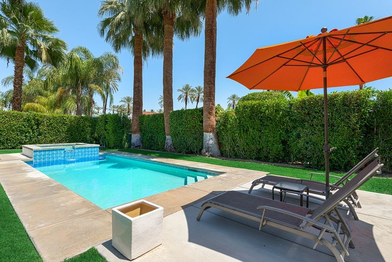 Villa de Blanca - Your Own Private Resort in the Tamarisk Neighborhood, casa vacanza a Greater Palm Springs