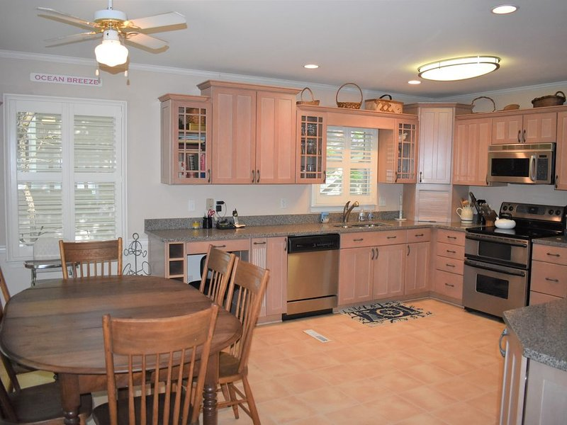Quaint and loved beach house. WALK TO BEACH!, vacation rental in Bethany Beach