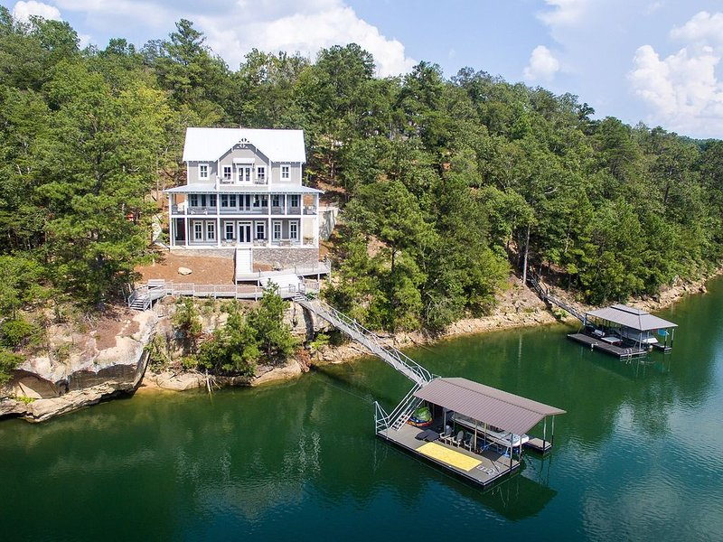 New Craftsman Lakefront Home On Smith Lake, vacation rental in Jasper