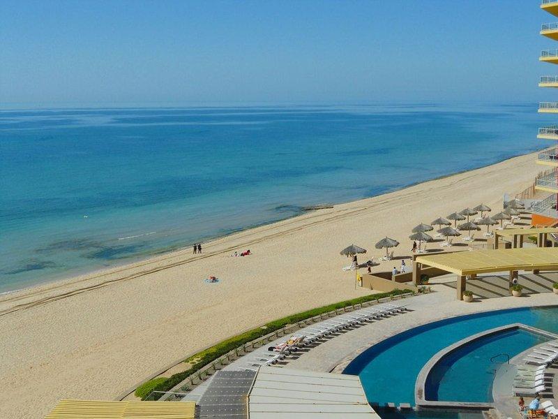 Las Palomas Resort Ocean Front Condo (BEAUTIFUL OCEAN FRONT VIEWS), vacation rental in Puerto Penasco