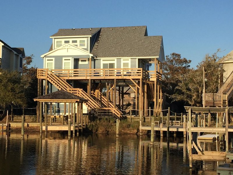 Great family home in quiet development!  Great view from the dock or deck!, holiday rental in Hatteras Island