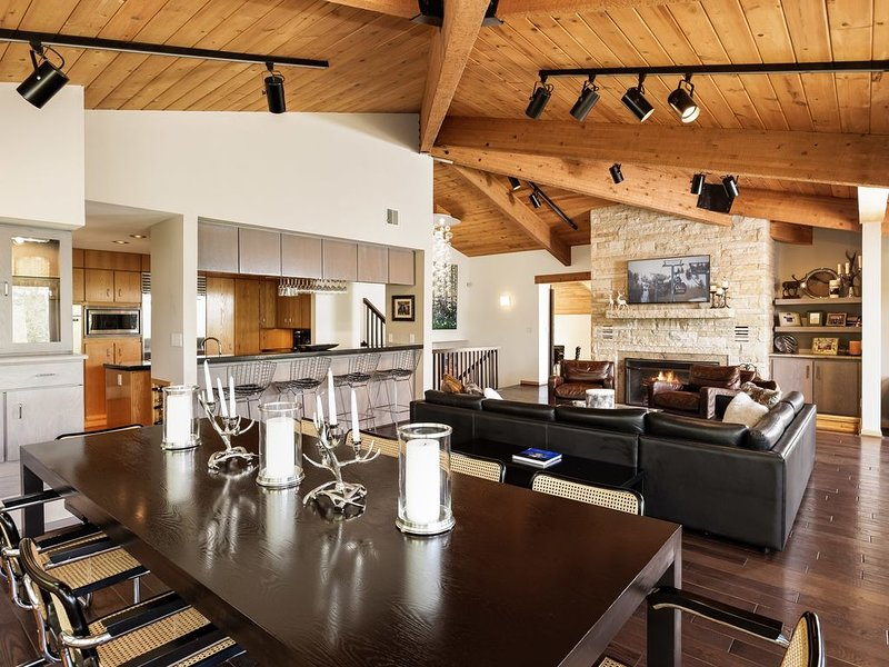 New!! Beautifully Renovated 5 Bedroom, 5.5 Bath Heart of Snowmass Village Home, location de vacances à Snowmass Village