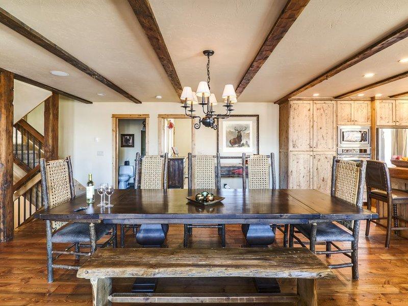 Spectacular Townhome nestled in Mountain Village, ski in/ski out, aluguéis de temporada em Gallatin Gateway