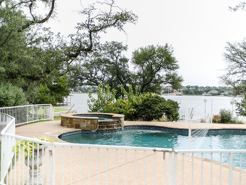 Fantastic Lake Front, Large Family Home, vacation rental in Godley