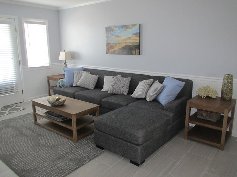 Perfect Oceanfront Location!  Updated Luxury Condo with Pool & Beautiful Views!!, vacation rental in Ocean Isle Beach