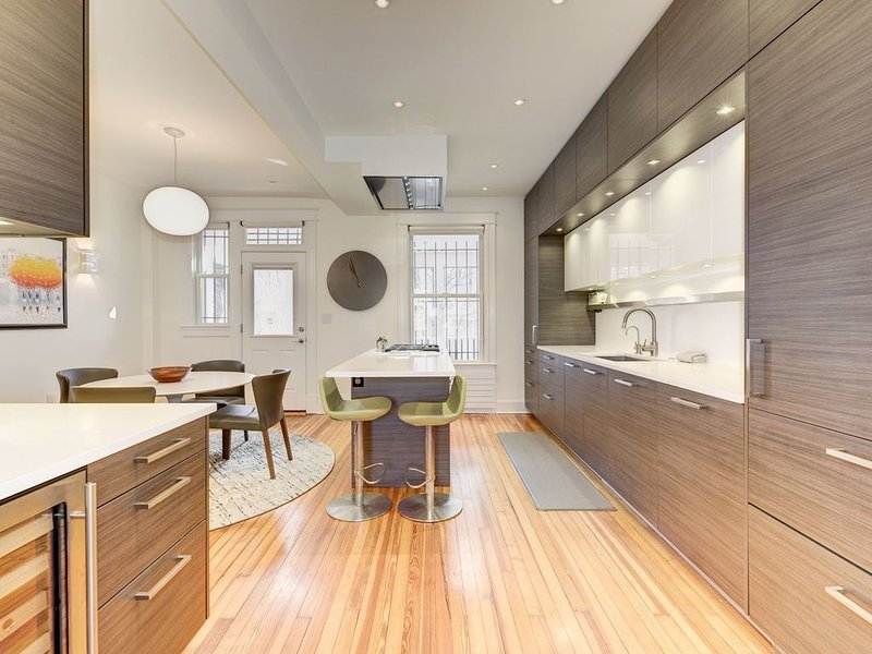 Completely Updated Cap Hill Row House/Block to Metro, Groceries, Restaurant, vacation rental in Washington DC