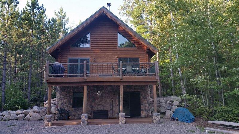 Beautiful Log Cabin on Remote Lake, with Limited Public Access., location de vacances à Orr