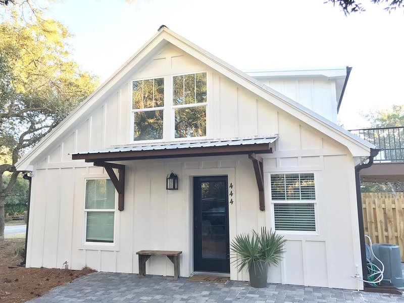 Beach Cottage with private heated pool- South of 30A- Family Friendly, location de vacances à Grayton Beach