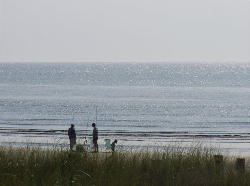 ***Book 2021 or Fall 2020 **** STEPS TO BAY BEACH ***SWIMMING POOL****, holiday rental in Lower Township