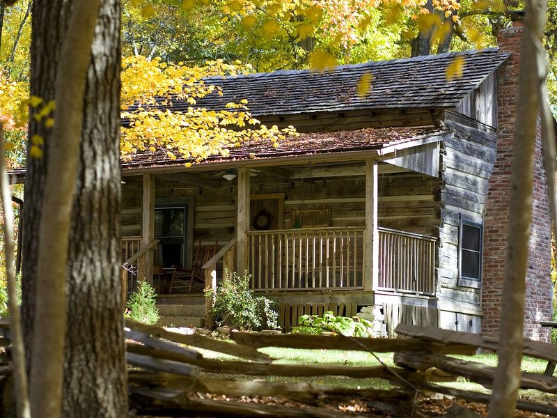 1860 Era Original Log Cabin In Beautiful East Tennessee -  Foust Cabin, location de vacances à Oliver Springs