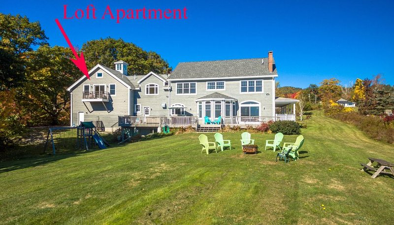 Contemporary Loft apartment with ocean views, hot tub & private beach!, vacation rental in Lincolnville