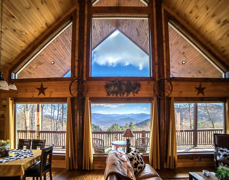 Awesome long range views of Smoky Mts., minutes to NOC, Tsali, and Lake Fontana, vacation rental in Bryson City