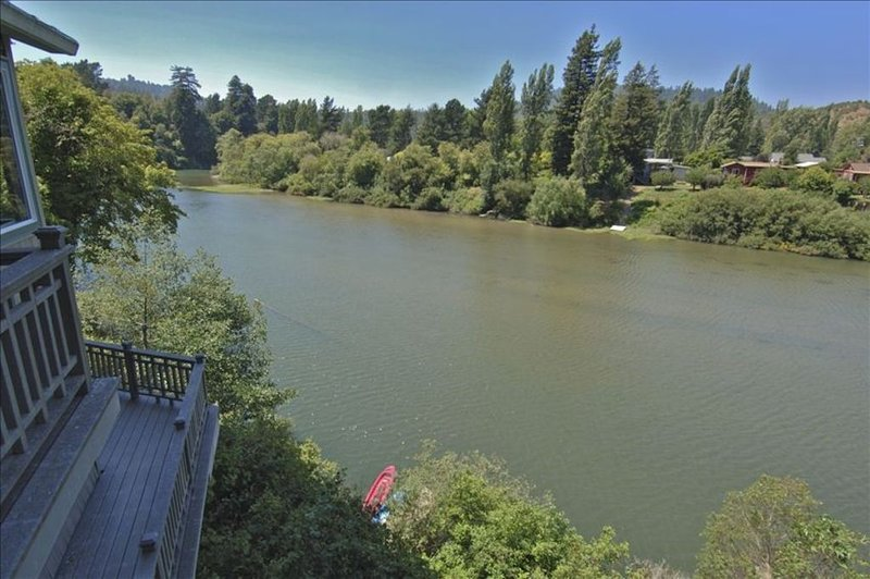 Riverwest - Amazing Views, Sunny, Riverfront, Private,Tranquil, holiday rental in Duncans Mills