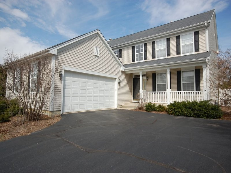 Spacious and comfortable 5 bedroom, 2 1/2 bath two miles from down town Geneva, location de vacances à Naperville