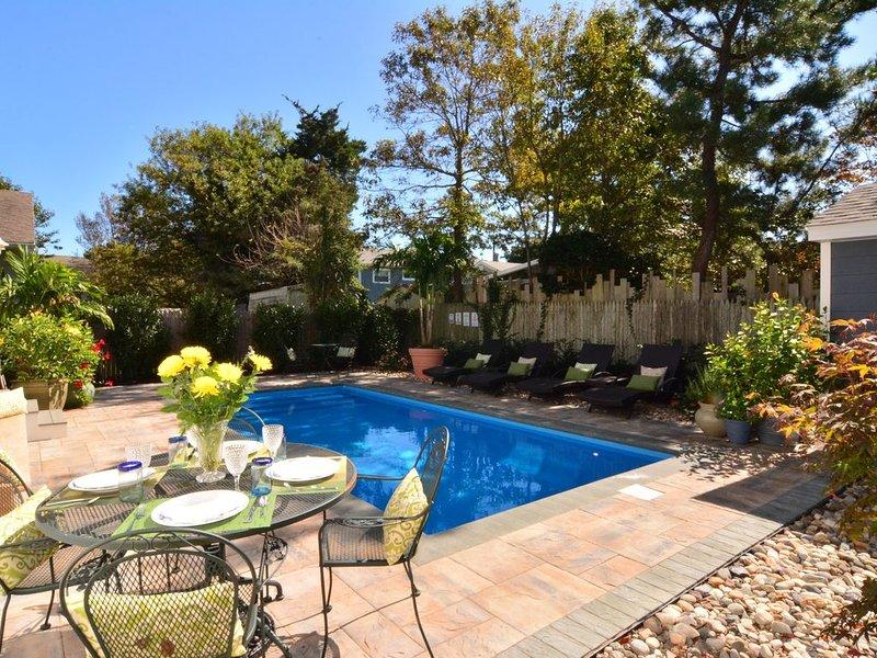 Luxury cottage, 7BR, heated pool, DE opens June 1!!, alquiler de vacaciones en Dewey Beach