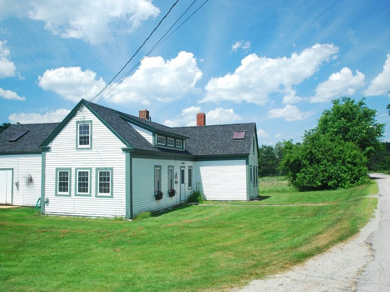 Charming 1850s Farm House Minutes from Beach, vacation rental in Lamoine