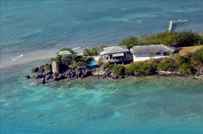 Villa Tampico/Beachfront Peninsula/2 Boat Docks/Next to Town, vacation rental in Isla de Vieques