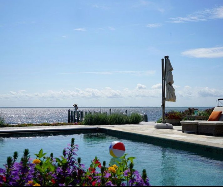 Bayfront, 6 Bedroom Family Friendly In-ground Pool, Private Compound Paradise, vacation rental in Harvey Cedars
