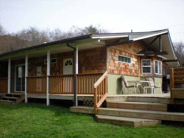 Relaxing and Peaceful, Stroll to the Winchuck River & Ocean.. Maximum 1 dog..., vacation rental in Brookings