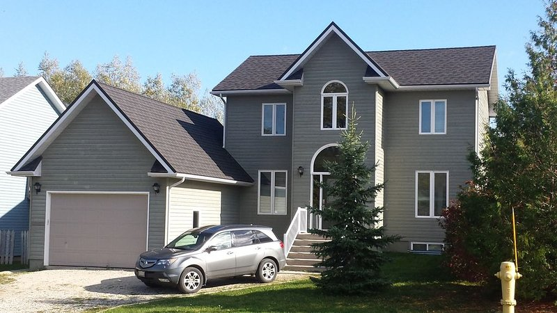 Blue Mountain Executive Home (Collingwood), holiday rental in Craigleith