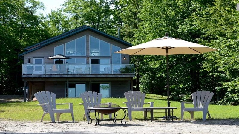 Book Private Muskoka Cottage Now for Relaxing Winter Staycation, holiday rental in Seguin Township