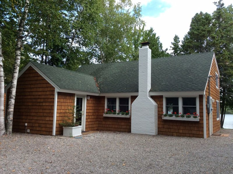 Lakefront Cottage on Grand Lake, holiday rental in Presque Isle