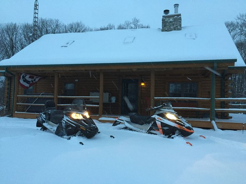 Cabin-n-the Woods...The Finest in Log Cabin Lodging., holiday rental in Kendall