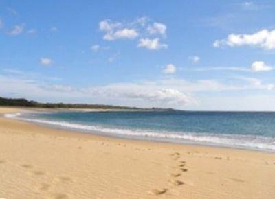 Un corto paseo hasta la playa de Papohaku desierta de 3 millas de largo