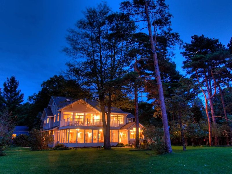 Ventura Pines Cottage On Lake Michigan With Great Lake Views & private frontage., alquiler vacacional en Holland