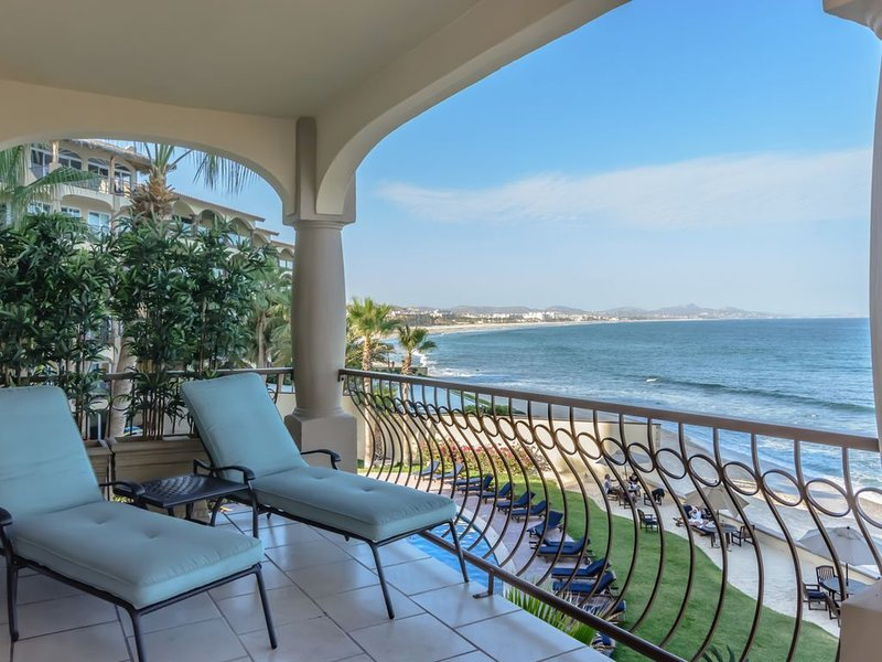 Luxury Oceanfront 3 bedroom Condo...Surf and Sun!, holiday rental in San Jose del Cabo